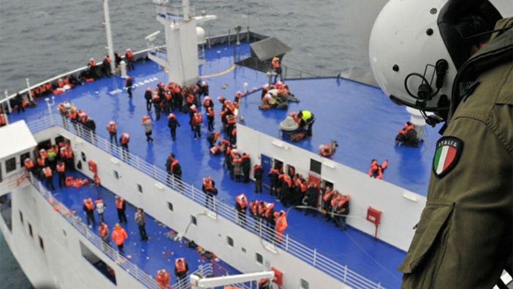 Más de 200 personas siguen a bordo del Norman Atlantic