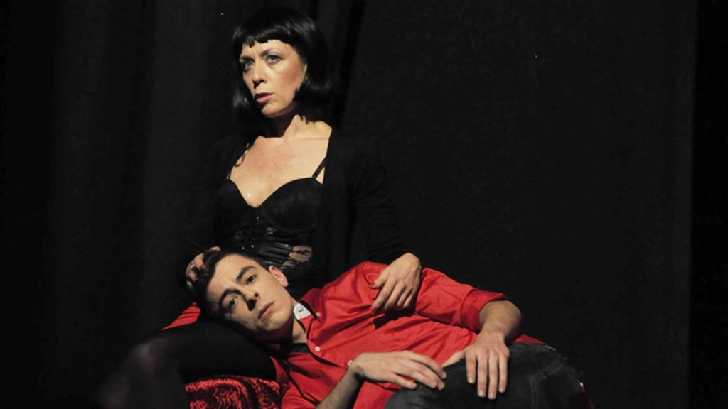 Eva Isanta y Víctor Palmero en plena representación de 'Atrapados'