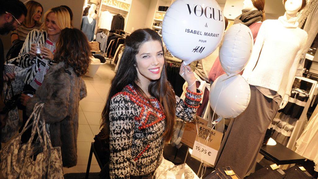Juana Acosta estaba espléndida con esta chaqueta, una de las joyas de Marant para H&M