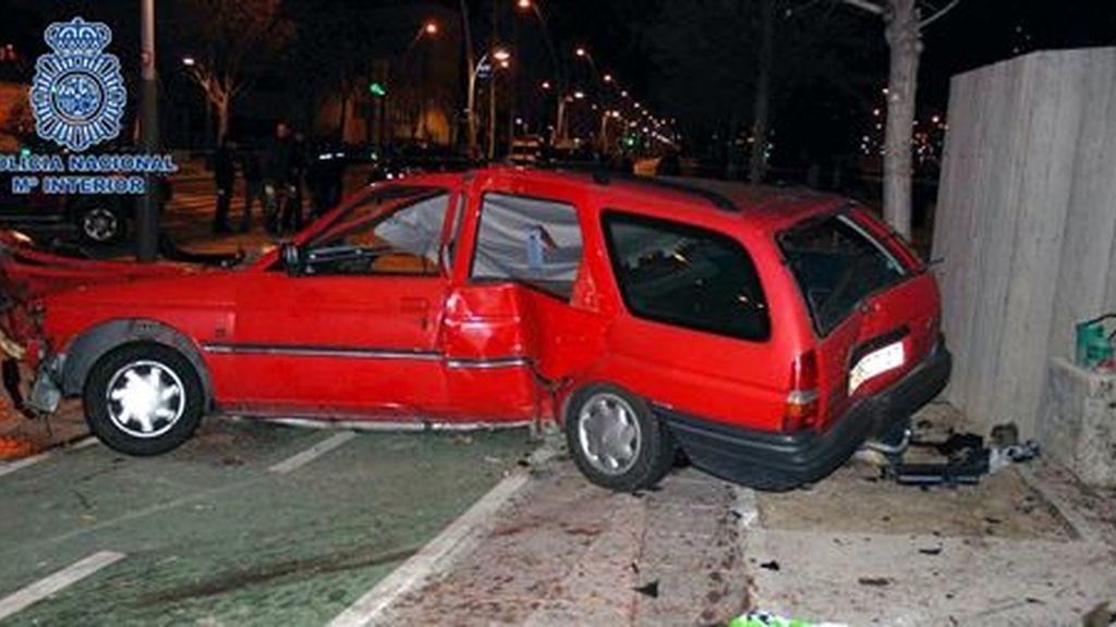 Coche accidentado en una calle de Zaragoza. Foto: Jefatura Superior de Policía de Aragón