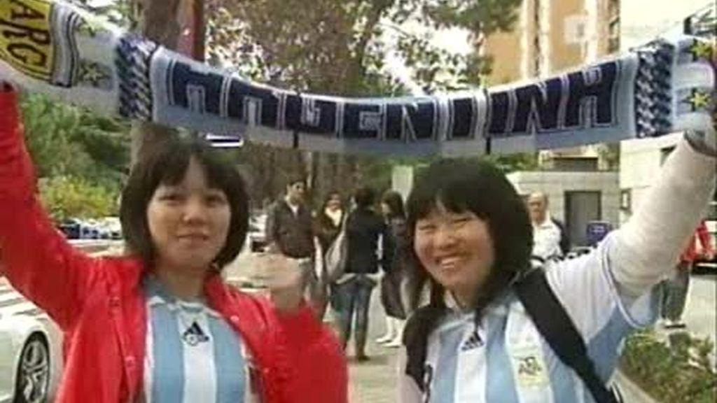 Ambiente de fútbol argentino en las calles