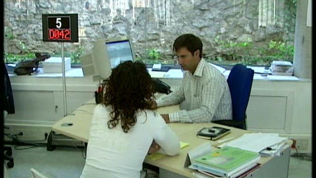 El paro cae en 20.794 personas, su mejor dato desde 2004
