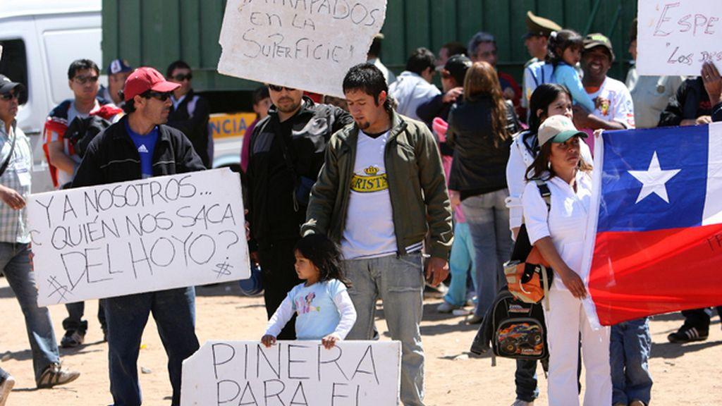 La misa de los 33 mineros acaba en protesta