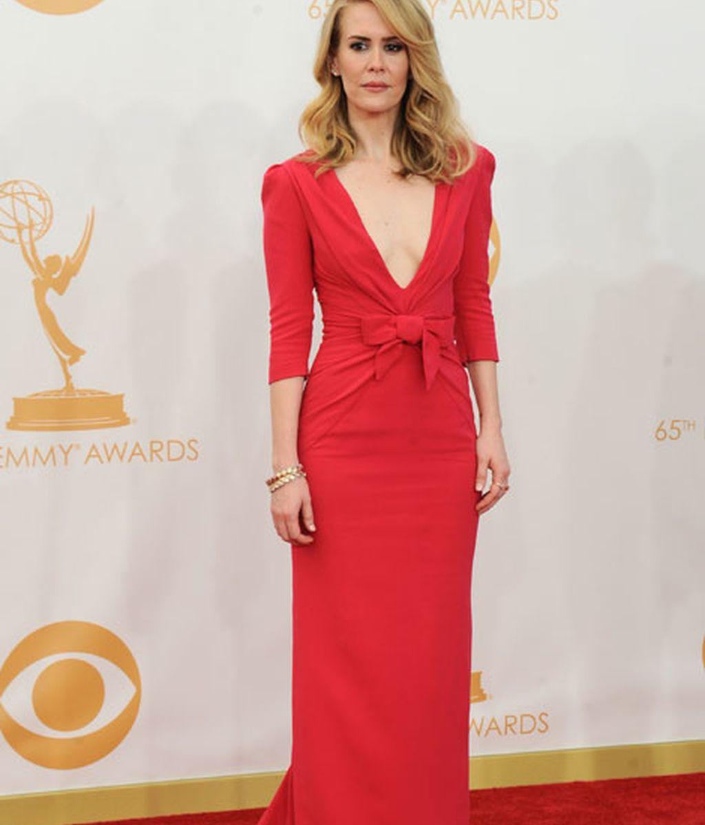 Sarah Paulson presumió de escote con un vestido rojo