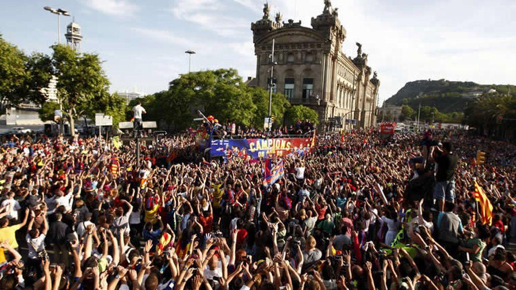 Barcelona sale a la calle para recibir a sus héroes