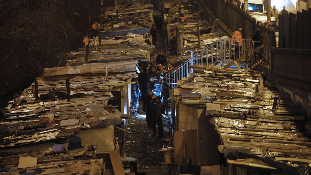 Desalojan un campamento romaní en París