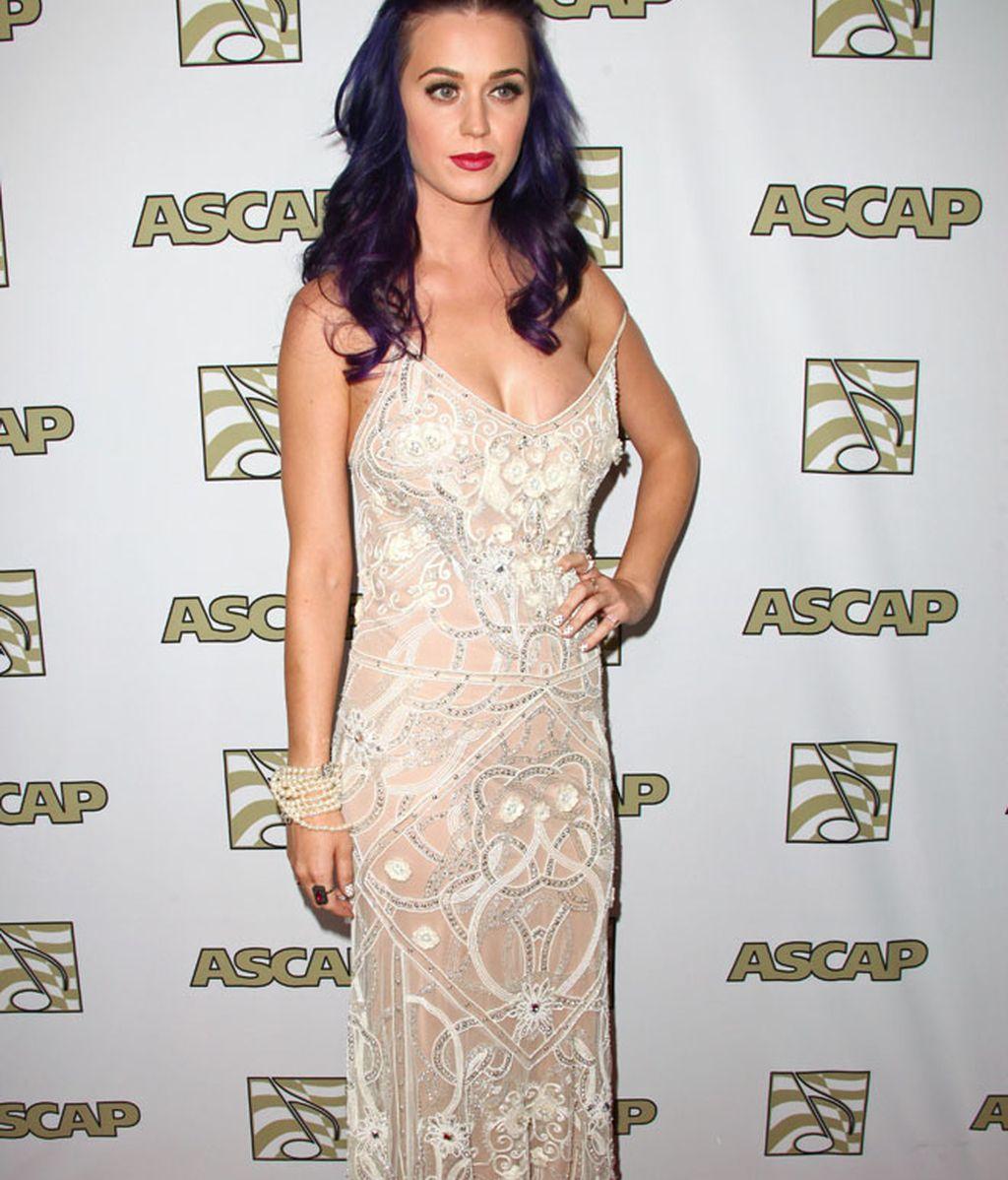 Katy Perry sigue quemándose el pelo y Jane Fonda se disfraza de chamán