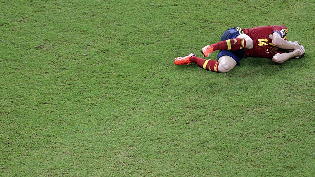Soldado se duele tras un choque con un jugador uruguayo