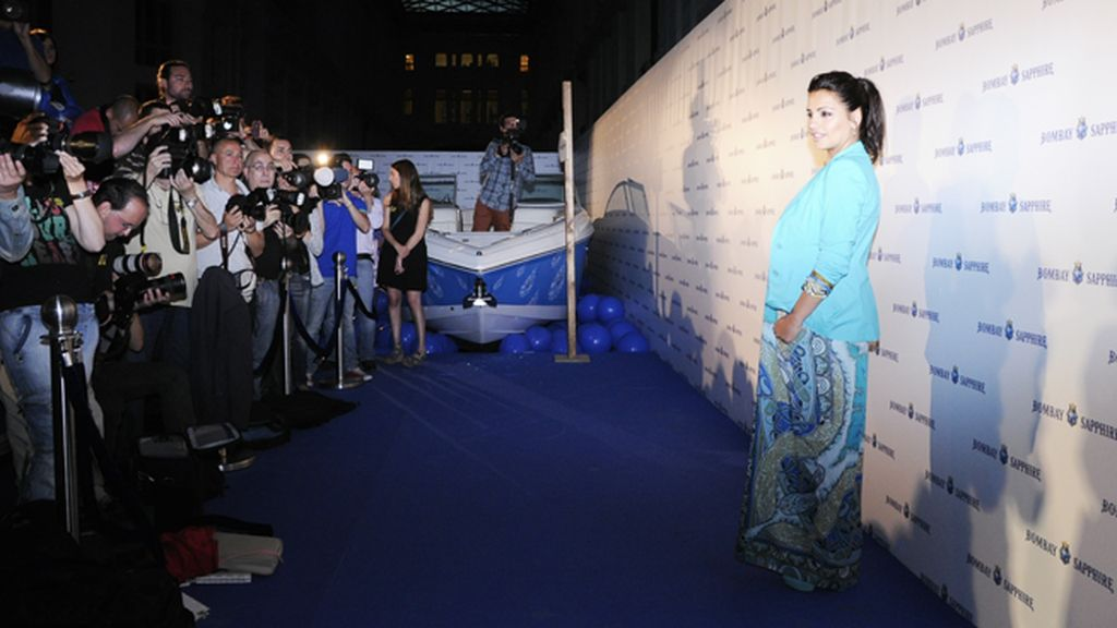 Mónica Cruz levantó una gran expectación entre la prensa, deseosa de ver como estaba la actriz tras dar a luz