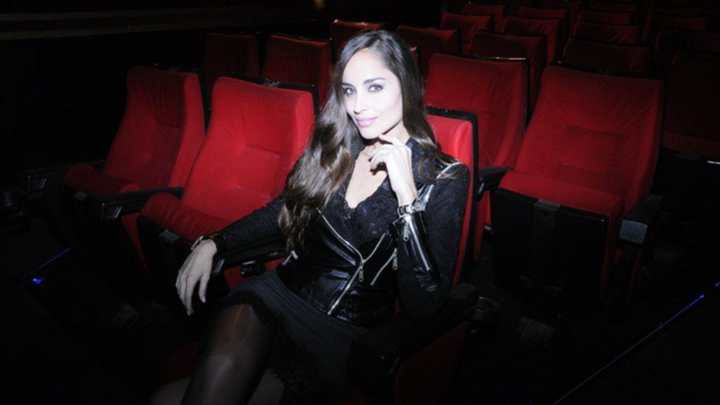 """La modelo Lorena Van Heerde fue otra de las glamourosas invitadas al estreno de """"Séptimo"""""""