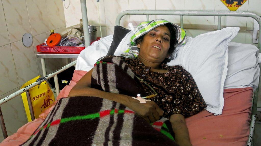 Mujer afectada por las inundaciones en India. Foto: Efe