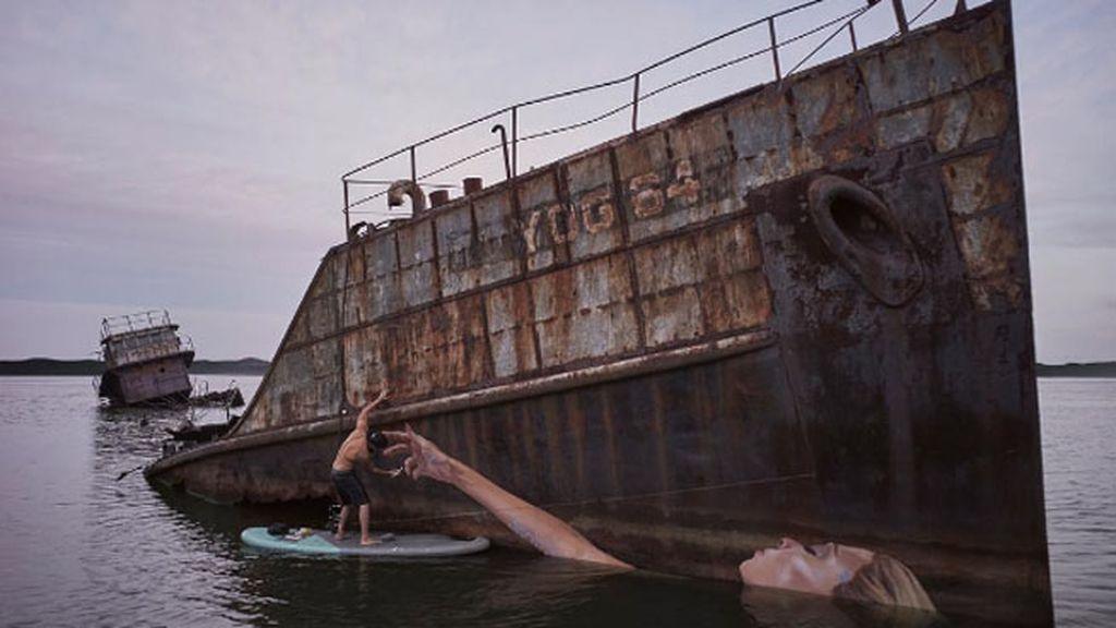 Pinta grandes murales al óleo a ras del agua