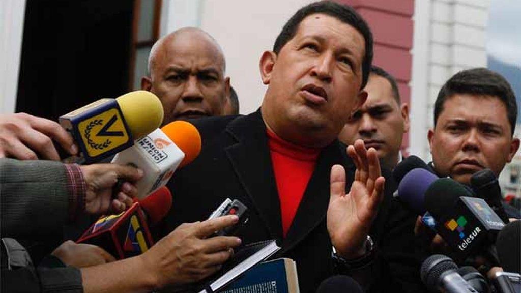Chávez carga contra Uribe
