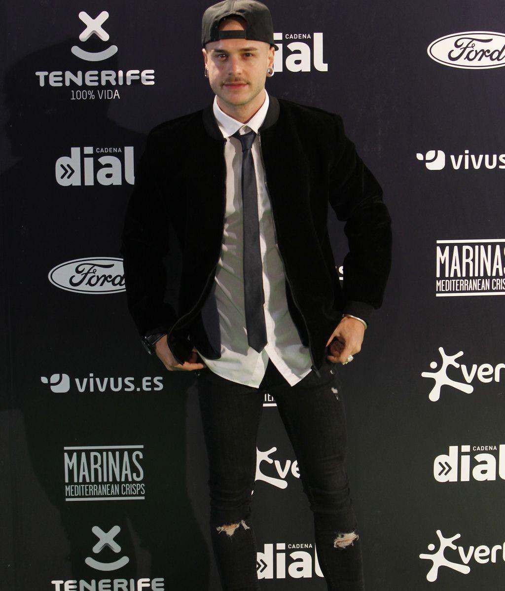 El actor Adrián Rodríguez con un 'look' muy completo