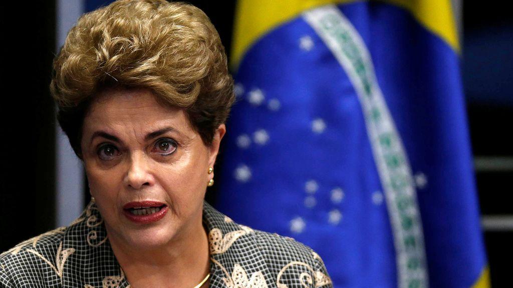 """Rousseff defiende su inocencia y advierte de que está en juego """"la democracia"""