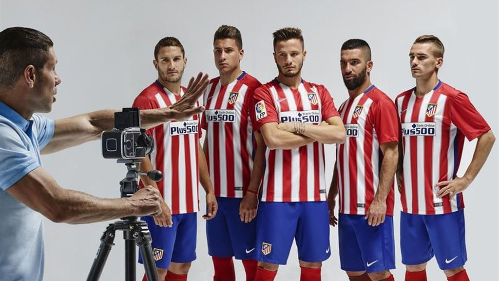 El Atlético de Madrid homenajea al 'Doblete' en su nueva equipación