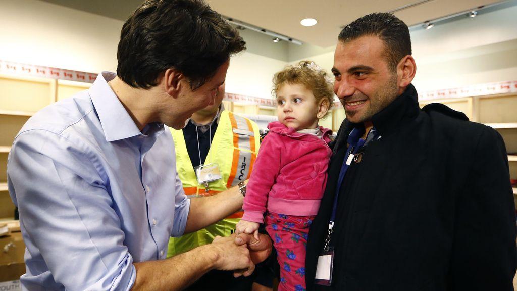 El primer avión canadiense con 163 refugiados sirios a bordo aterriza en Toronto
