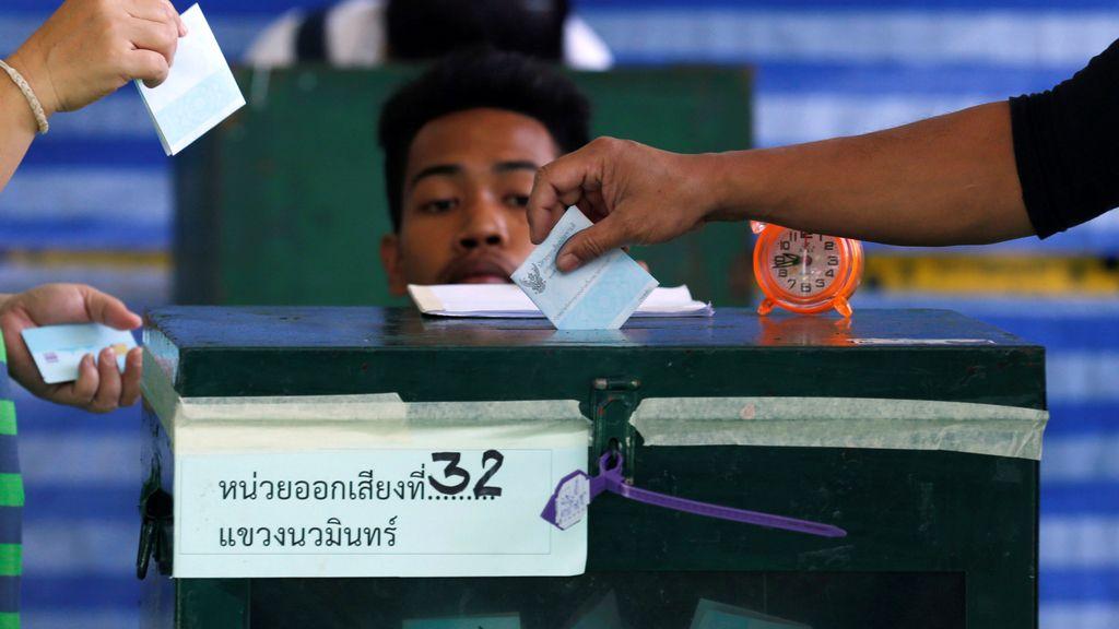 Los ciudadanos van a las urnas en Bangkok