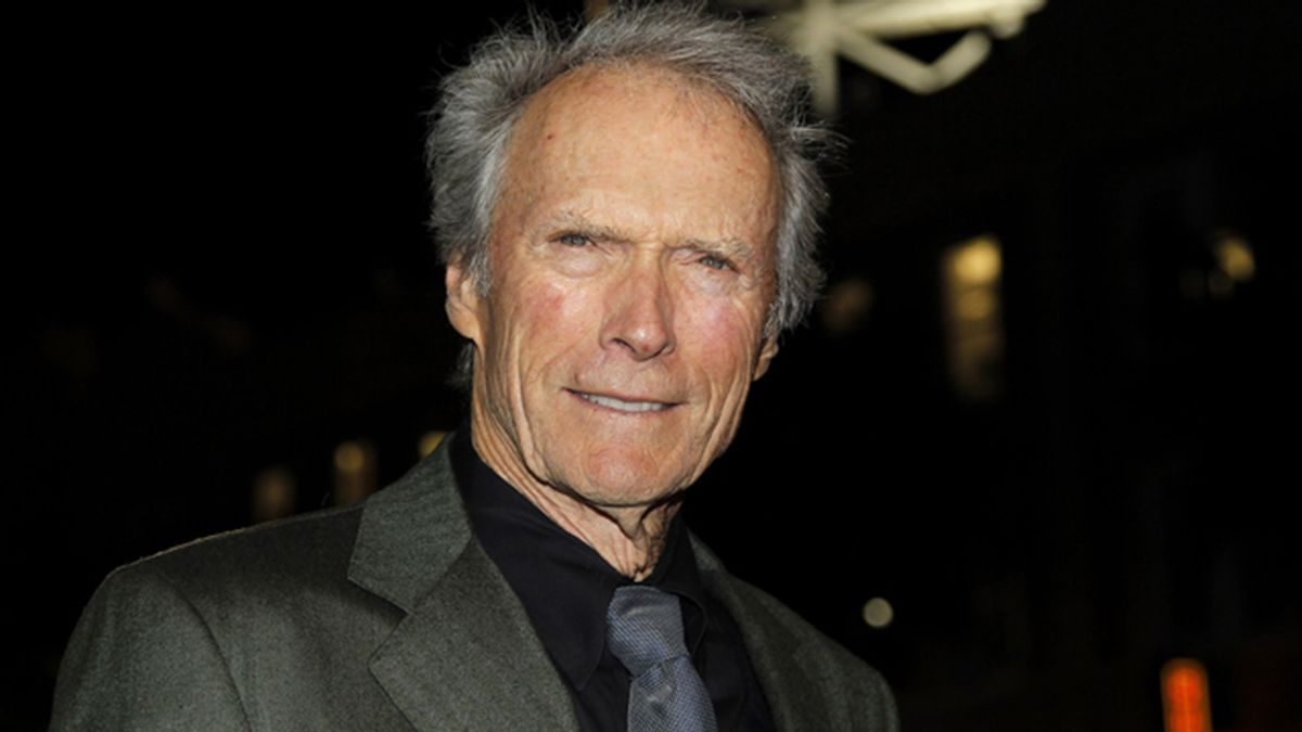 Clint Eastwood salva la vida a un hombre que se estaba axfisiando