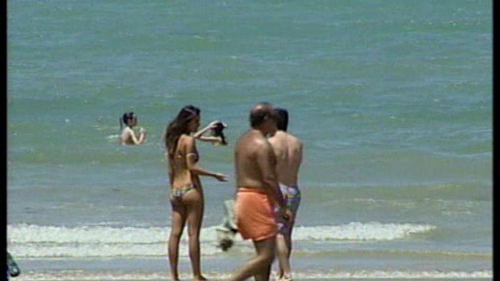 A las playas de Cádiz les obligan a usar bañador