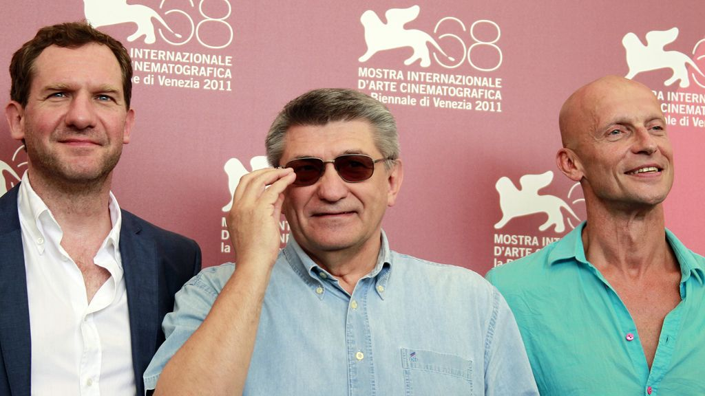Alexander Sokurov, director de la película 'Faust' junto a dos de los actores. Foto: Reuters