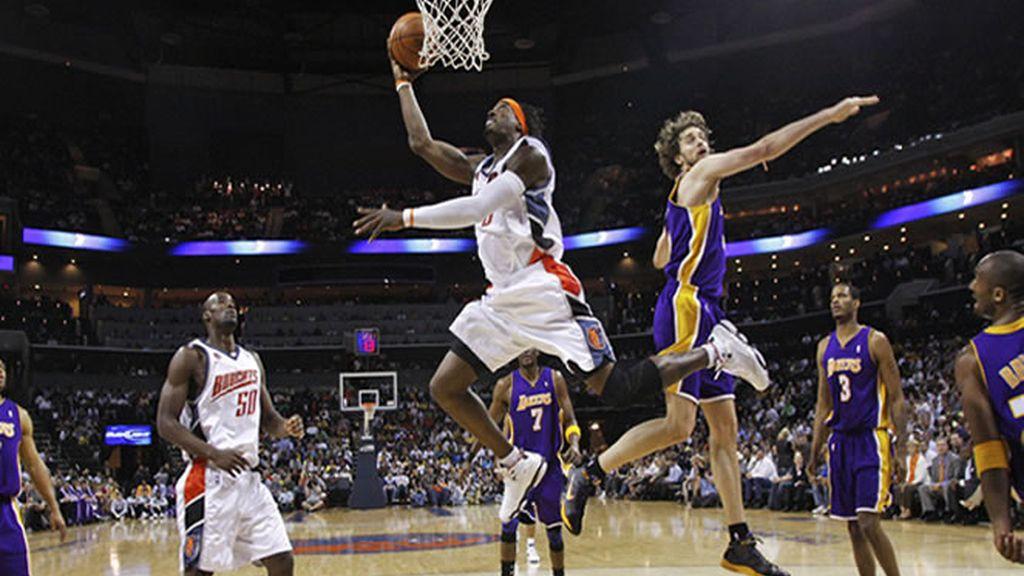 Victoria apretada para los Lakers