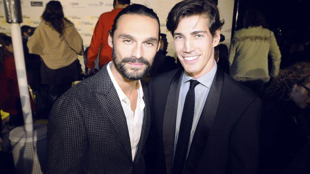 Los modelos Iván Sánchez y Oriol Elcacho, indiscutiblemente los más guapos de la fiesta