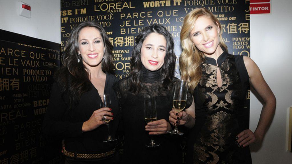 La directora general de L´Oréal Paris en España, Inés Caldeira, posando con Malú y Judit Mascó