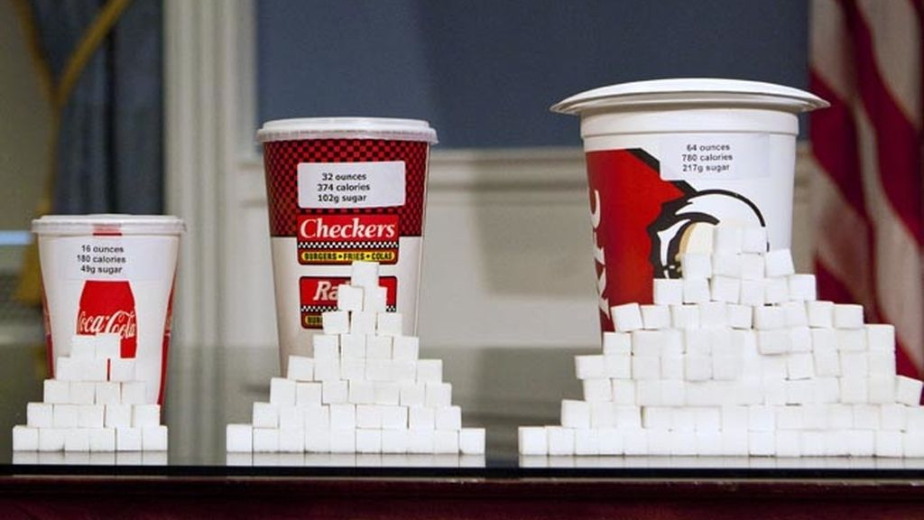 Bebidas gigantes azucaradas de restaurantes de comida rápida