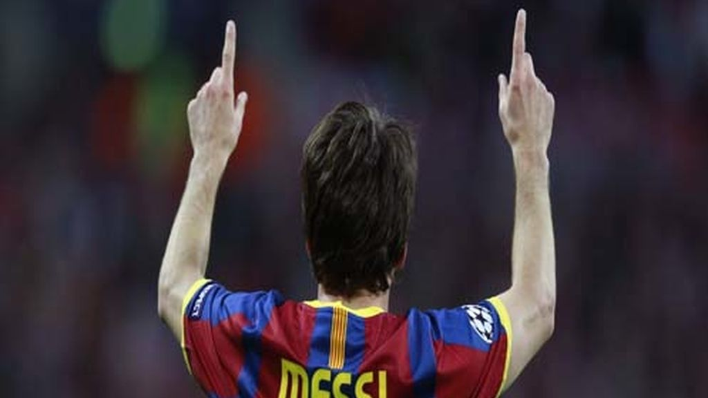 Messi mira al cielo tras el gol
