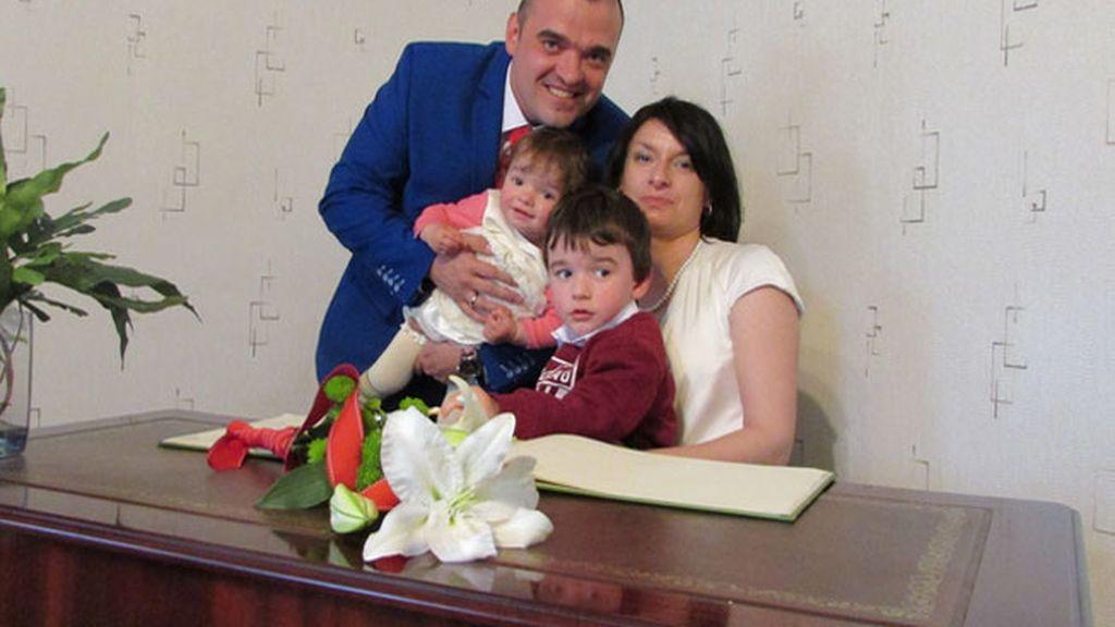 Krzystof y Mariola, con sus hijos