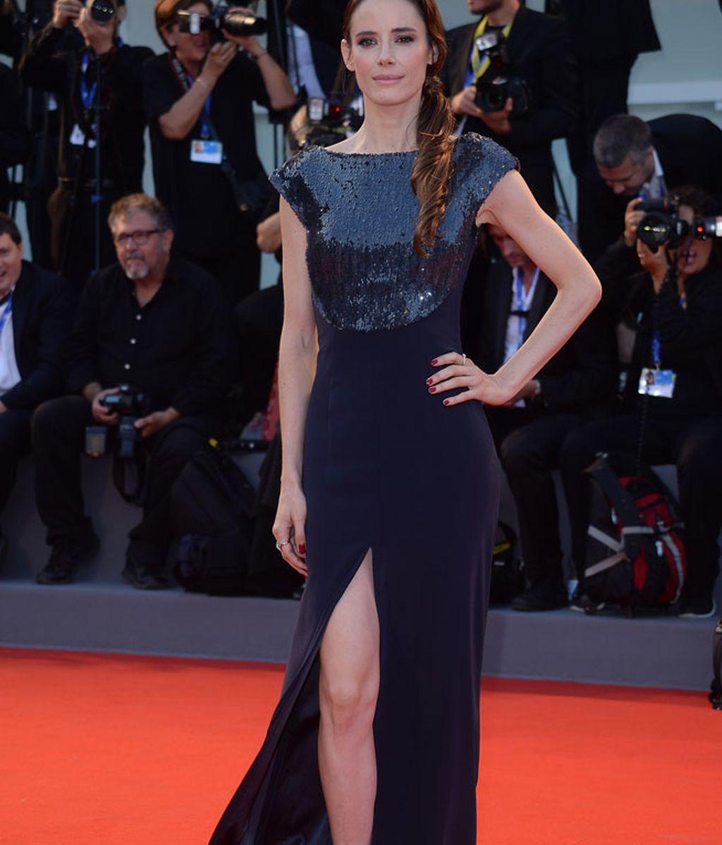 Pilar Lopez de Ayala, con vestido negro de lentejuelas, presentó 'Jackie'.