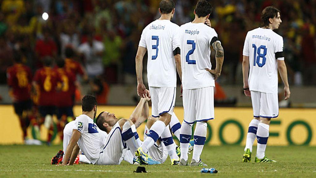 Los italianos, en el suelo tras caer en los penaltis