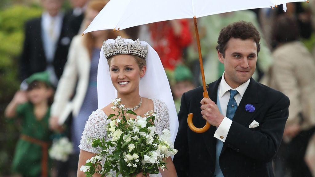 Una boda de cuento con carruaje de oro y caballos
