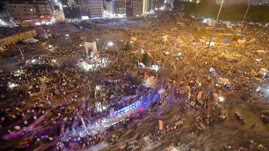 El partido de Erdogan descarta celebrar elecciones anticipadas por las protestas