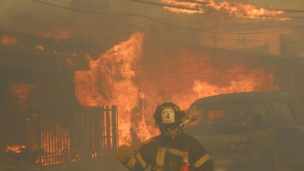 Una treintena de heridos por un incendio en la localidad chilena de Valparaíso