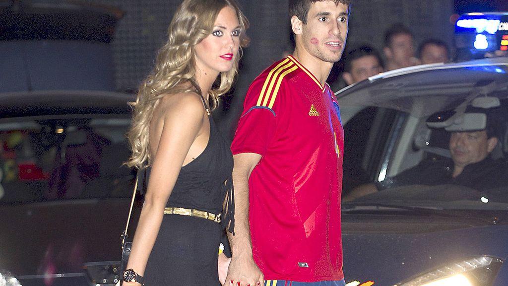 Javi Martínez y su novia durante la fiesta de la Selección Española