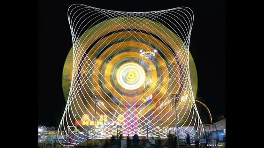 Imágenes kaleidoscópicas formadas gracias a unos tiovivos en marcha