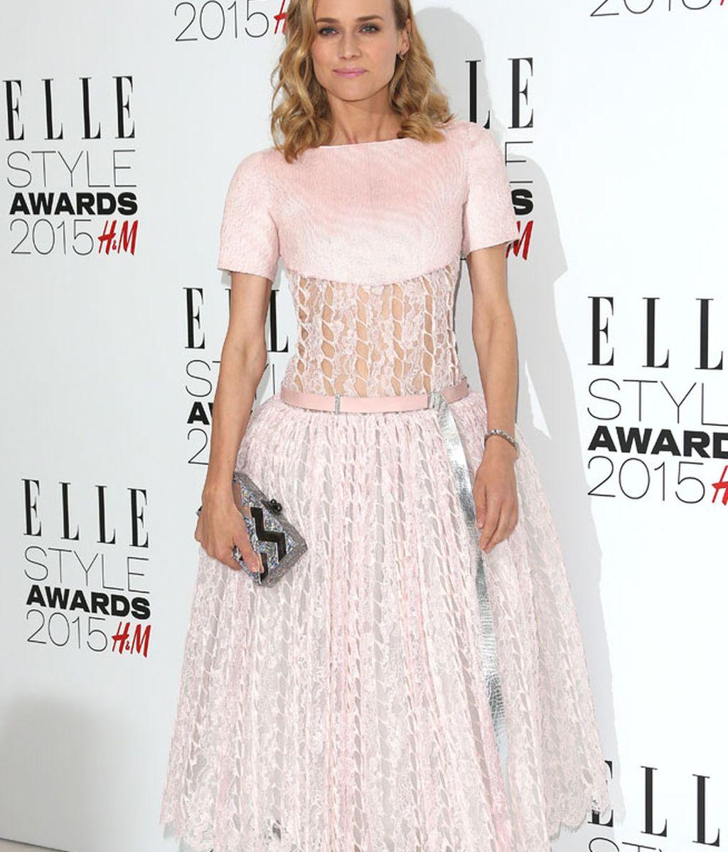 Diane Kruger aparece de color pálido tras su 'rojo pasión' de los Oscar