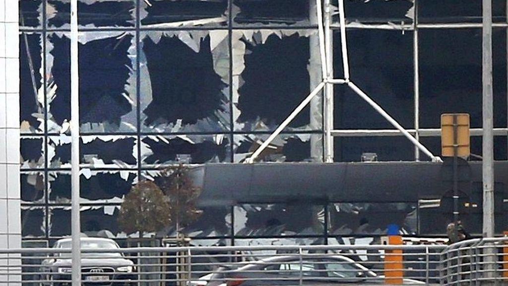 Exteriores del aeropuerto de Bruselas tras las explosiones