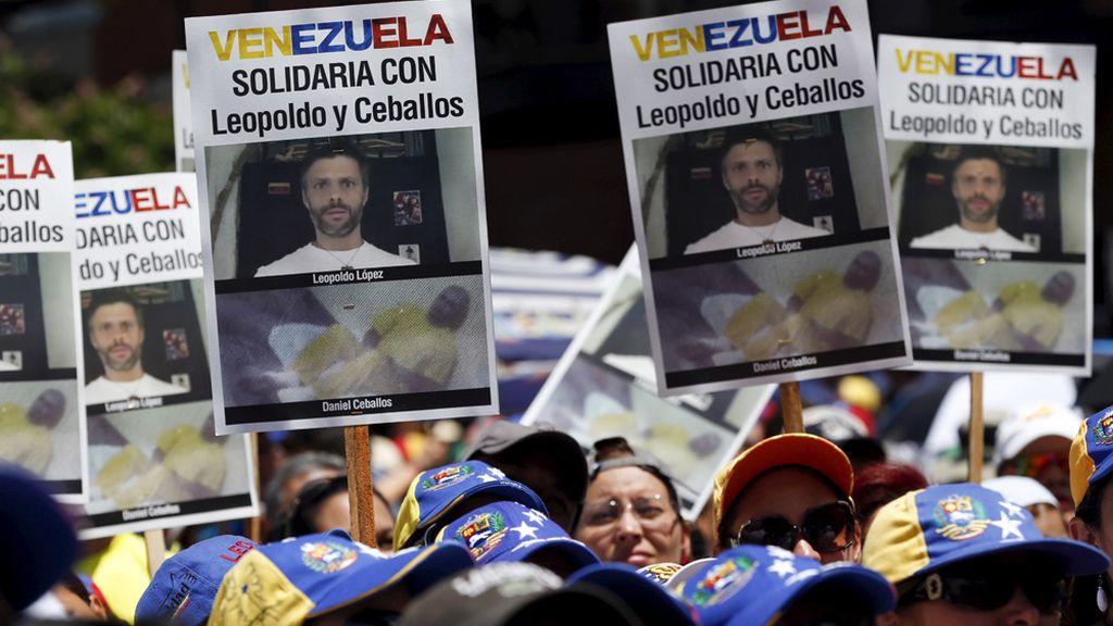 Manifestación en favor de Daniel Ceballos y Leopoldo Lopez