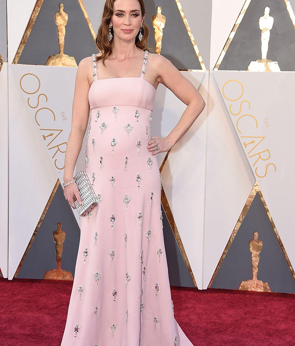 Emily Blunt, embarazada, con vestido de Prada