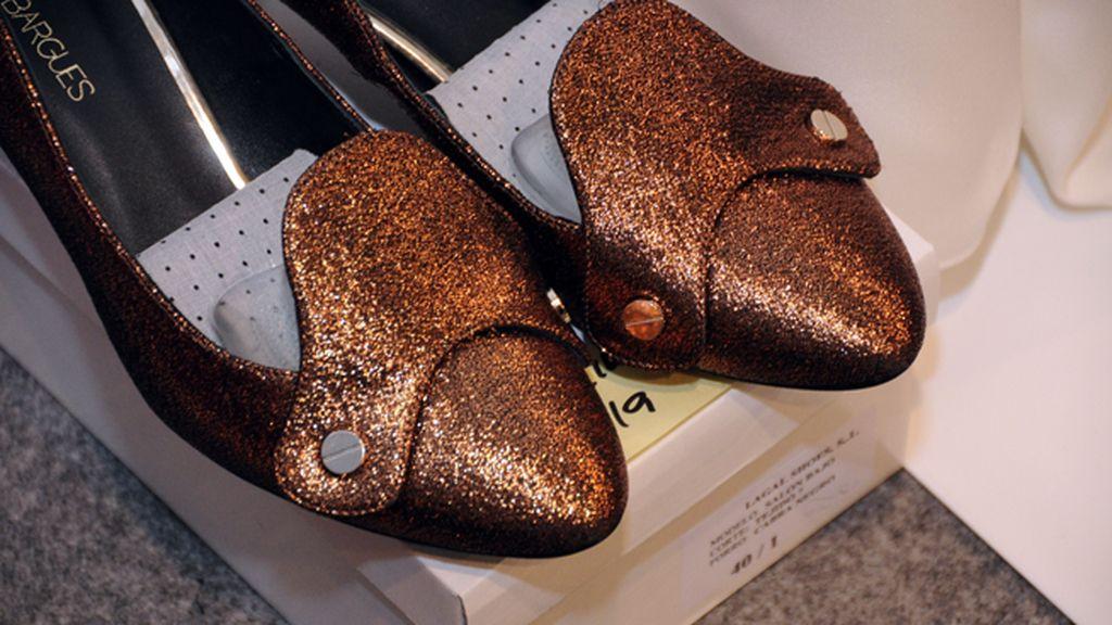 Los preciosos zapatos de Jeff Bargues completan los looks de la colección de Juanjo Oliva