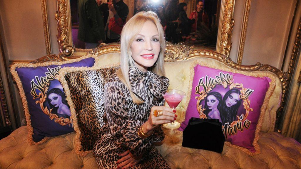 Carmen Lomana estaba espectacular con este modelo de Dolce & Gabbana