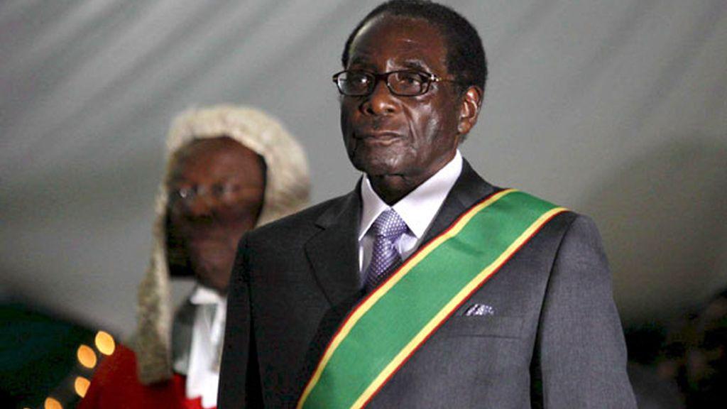 """Robert Mugabe fue investido presidente en unos comicios considerados """"una farsa"""" por la comunidad internacional."""