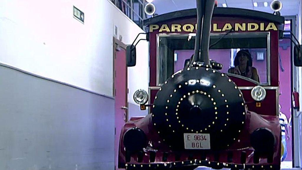 En un tren conducido por Paz Padilla, así ha regresado Mila