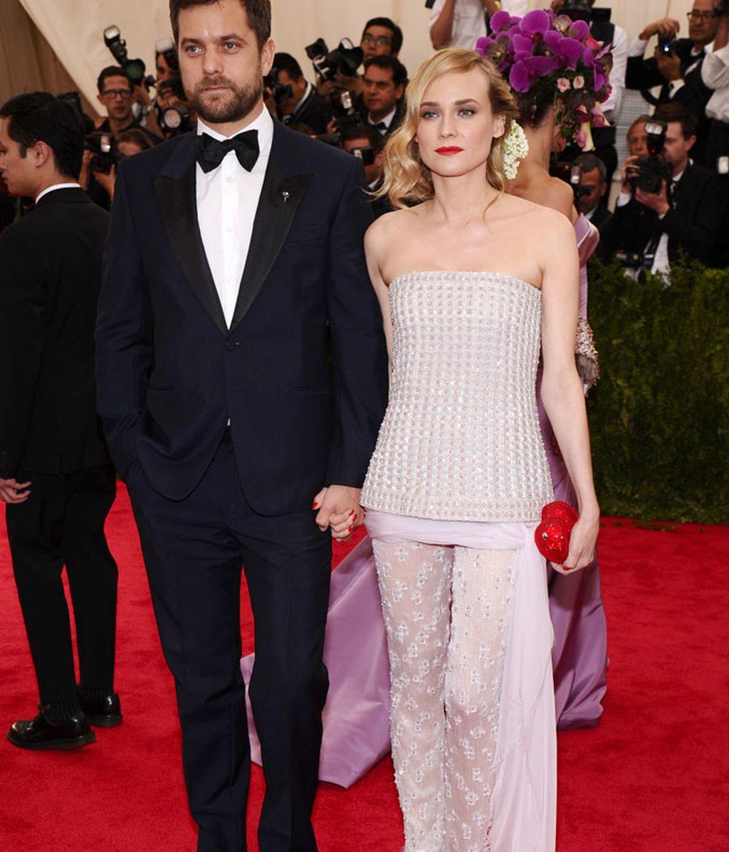 Diane Kruger vestida de Chanel y su novio Joshua Jackson
