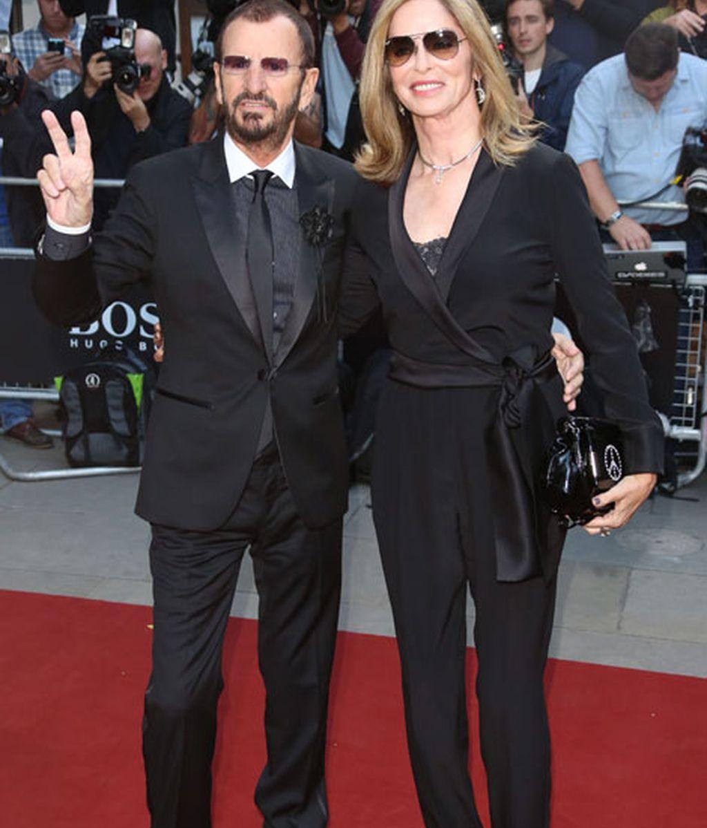 Ringo Starr and Barbara Bach en la alfombra roja