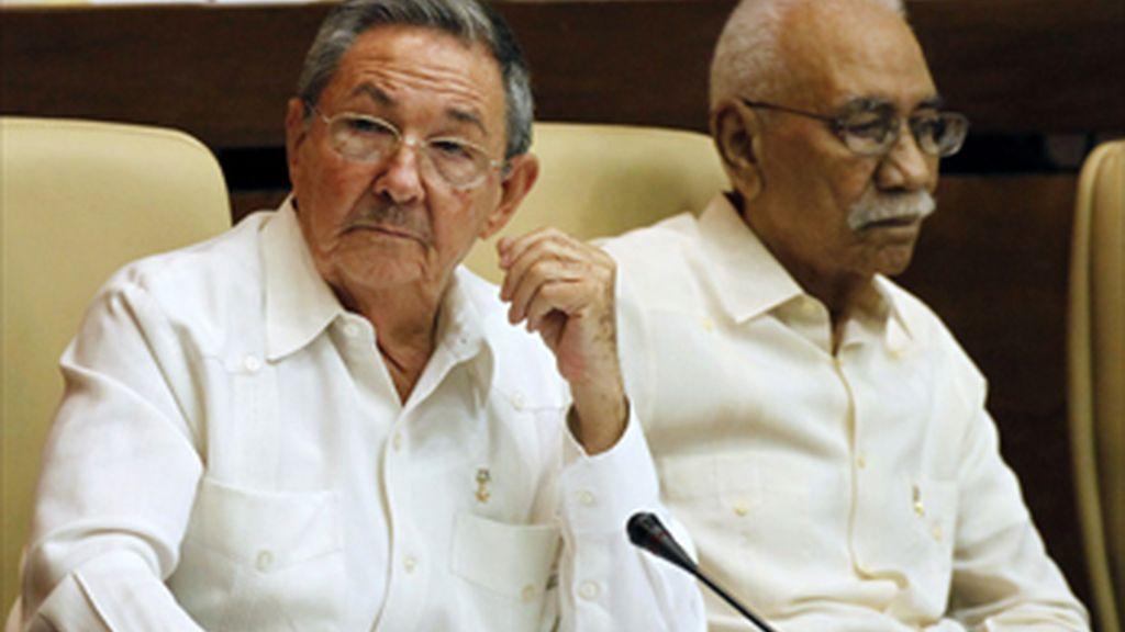 El presidente cubano, Raúl Castro, y el vicepresidente Juan Almeida
