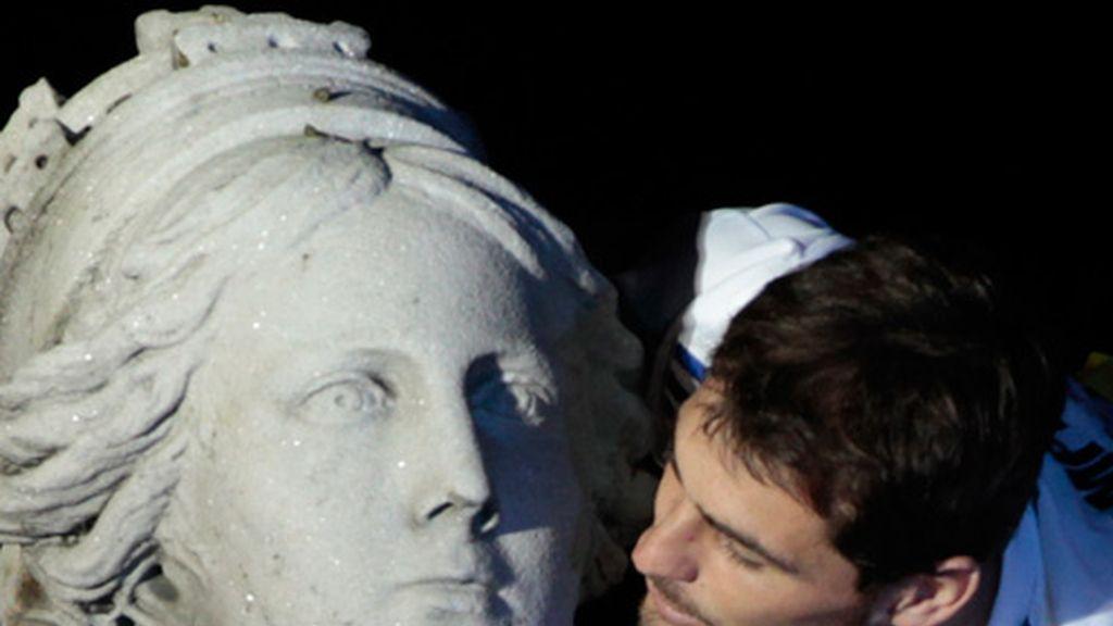 Casillas besa a la Diosa Cibeles